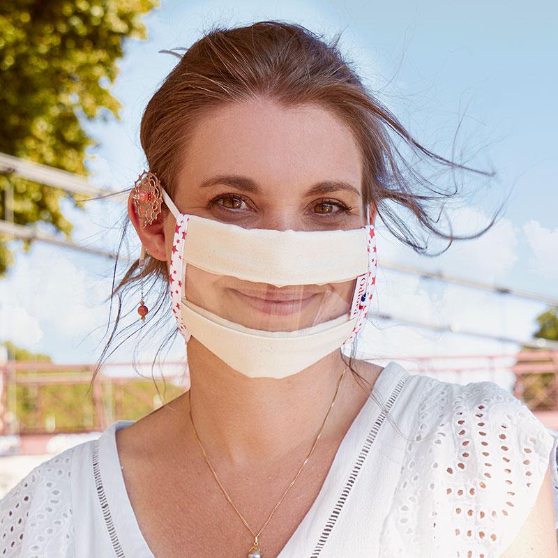 Protégez-vous du Covid 19 avec les Masques Sourire transparents validés par la DGA, conformes aux recommandations AFNOR et catégorie UNF. Prenez soin de vous et souriez avec ce modèle coloré et original Star Red !