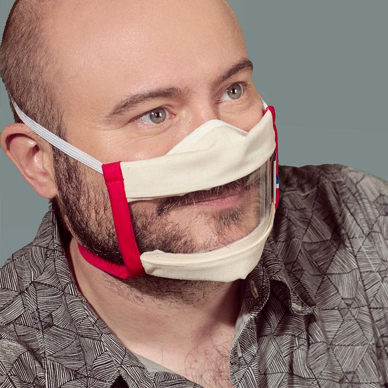 Masque transparent Sourire proposé par Odiora est disponible en rouge, en pack de 2, 5 et 10. Choisissez de porter le Masque inclusif transparent rouge et souriez à la vie !